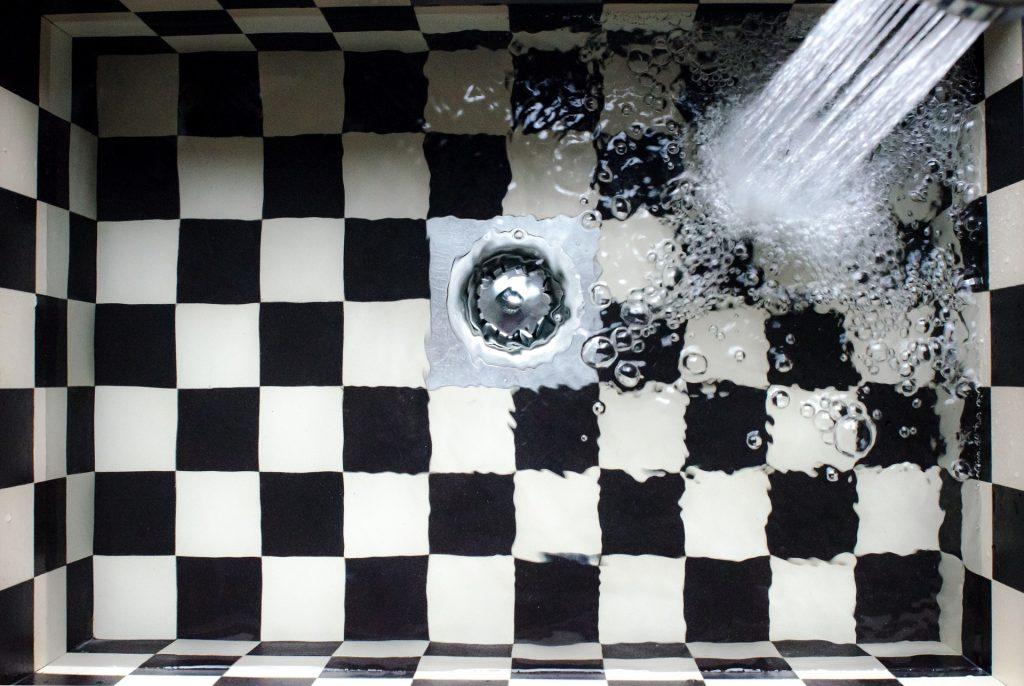 abfluss reiniger mit rohrreinigern