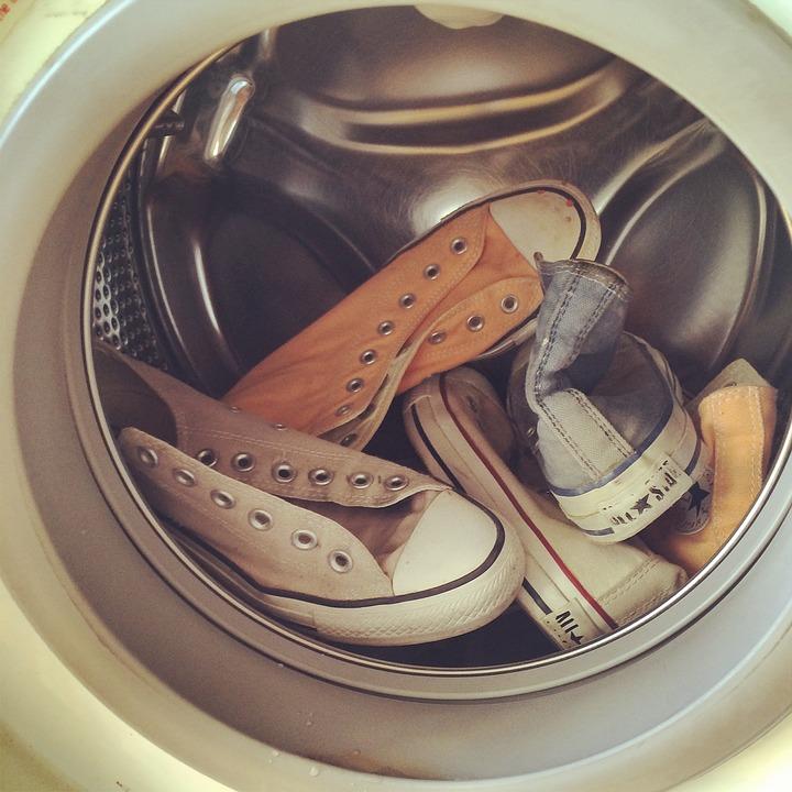 Schuhe in der Waschmaschine